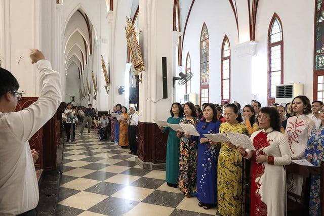16072 me len troi 4 1 - Đại lễ Đức Mẹ Linh Hồn và Xác lên trời tại Nhà thờ Chính Tòa Hà Nội 2019