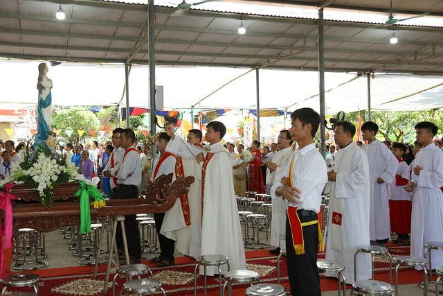 16083 ra mat 1 - Giáo họ Tân Phú nhận quyết định thành lập Giáo họ trong ngày lễ quan thầy