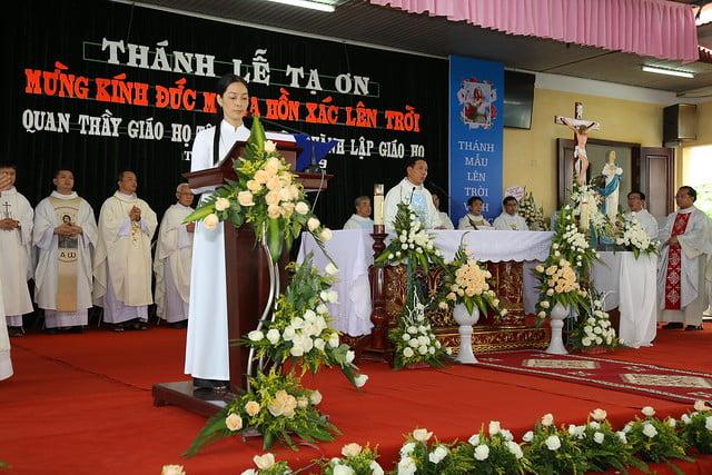 16083 ra mat 12 - Giáo họ Tân Phú nhận quyết định thành lập Giáo họ trong ngày lễ quan thầy