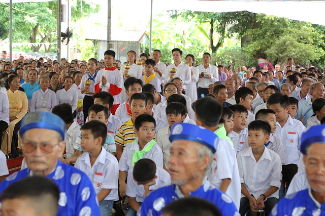16083 ra mat 13 - Giáo họ Tân Phú nhận quyết định thành lập Giáo họ trong ngày lễ quan thầy