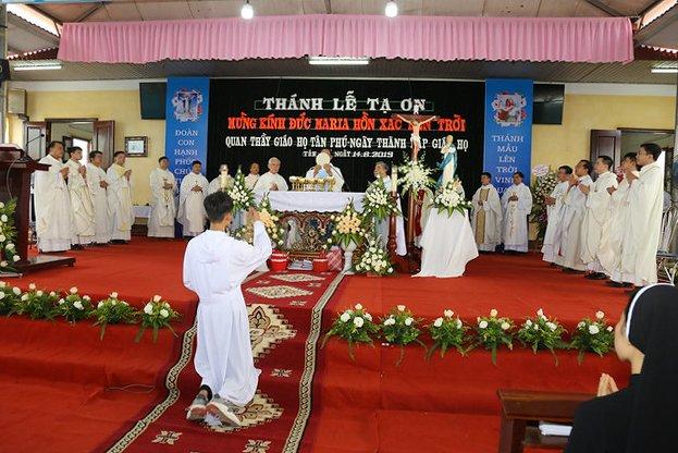 16083 ra mat 14 1 - Giáo họ Tân Phú nhận quyết định thành lập Giáo họ trong ngày lễ quan thầy