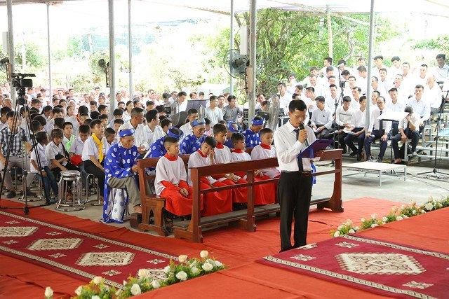 16083 ra mat 16 - Giáo họ Tân Phú nhận quyết định thành lập Giáo họ trong ngày lễ quan thầy