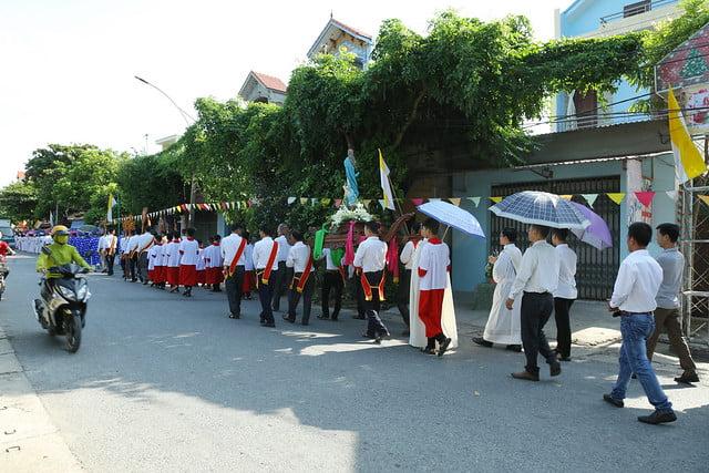 16083 ra mat 2 - Giáo họ Tân Phú nhận quyết định thành lập Giáo họ trong ngày lễ quan thầy