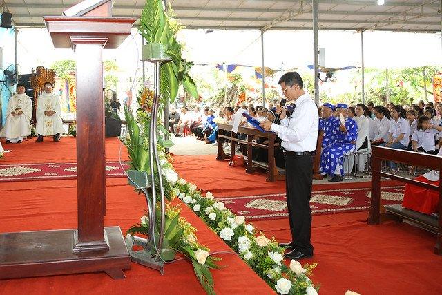 16083 ra mat 6 - Giáo họ Tân Phú nhận quyết định thành lập Giáo họ trong ngày lễ quan thầy