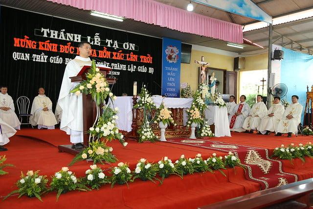 16083 ra mat 9 - Giáo họ Tân Phú nhận quyết định thành lập Giáo họ trong ngày lễ quan thầy