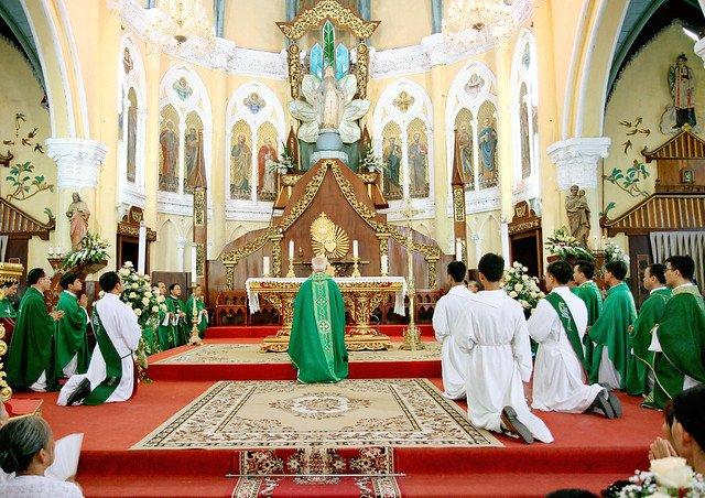 16090 nam dinh 3 - Giáo xứ Nam Định chầu Thánh Thể thay mặt Tổng Giáo phận 2019
