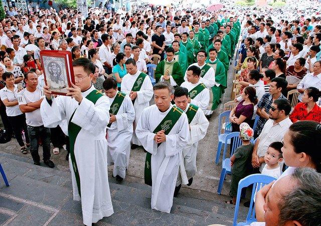 16090 nam dinh 5 - Giáo xứ Nam Định chầu Thánh Thể thay mặt Tổng Giáo phận 2019