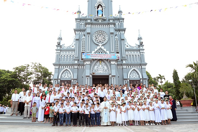 16091 dong phu - Giáo xứ Đồng Phú: 65 em thiếu nhi Xưng Tội và Rước Lễ lần đầu