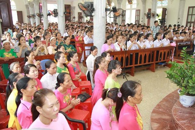 16096 them suc 2 - 106 em được lãnh nhận Bí tích Thêm Sức tại giáo xứ Trung Kỳ