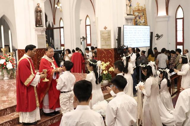16136 them suc 13 - Thánh lễ ban Bí tích Thêm sức tại Nhà thờ Chính Tòa Hà Nội