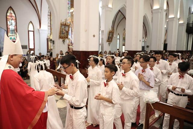 16136 them suc 14 - Thánh lễ ban Bí tích Thêm sức tại Nhà thờ Chính Tòa Hà Nội
