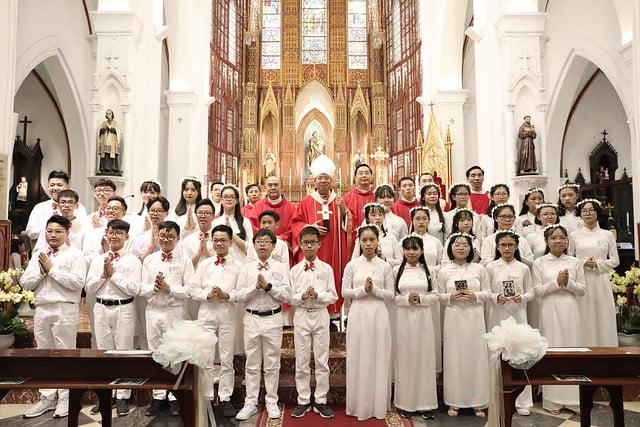 16136 them suc 15 - Thánh lễ ban Bí tích Thêm sức tại Nhà thờ Chính Tòa Hà Nội