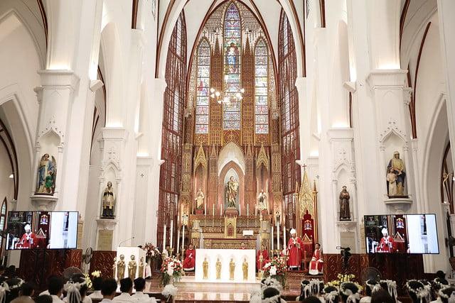 16136 them suc 3 - Thánh lễ ban Bí tích Thêm sức tại Nhà thờ Chính Tòa Hà Nội