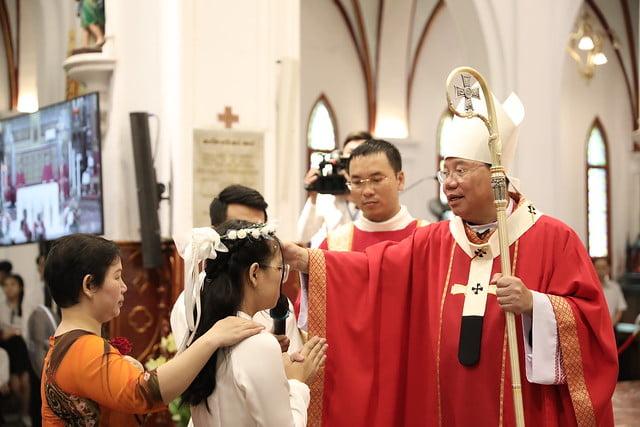 16136 them suc 5 - Thánh lễ ban Bí tích Thêm sức tại Nhà thờ Chính Tòa Hà Nội