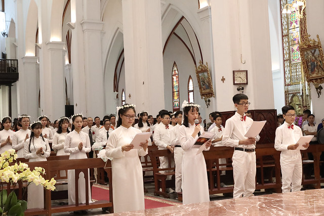 16136 them suc 9 - Thánh lễ ban Bí tích Thêm sức tại Nhà thờ Chính Tòa Hà Nội