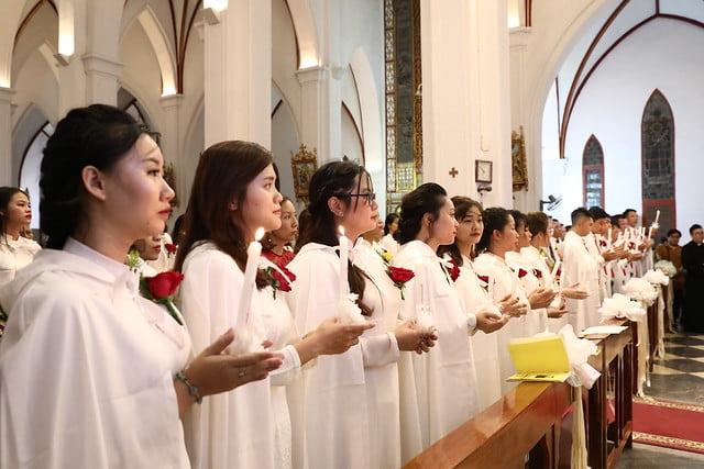 16140 btkt 11 - 28 Tân tòng ra mắt tại Nhà thờ Chính tòa Hà nội