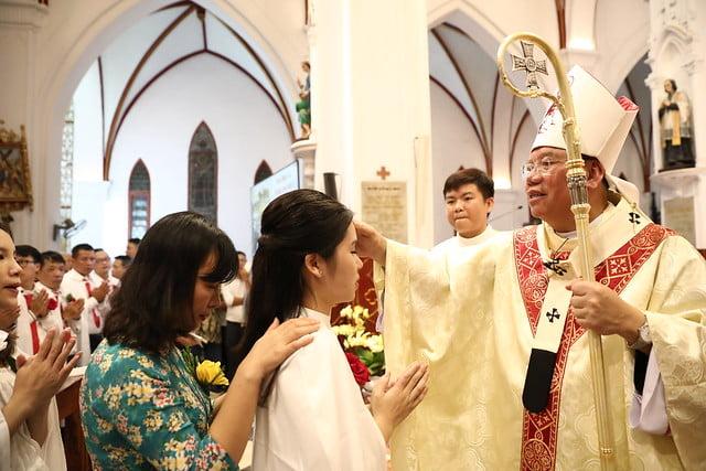 16140 btkt 12 - 28 Tân tòng ra mắt tại Nhà thờ Chính tòa Hà nội