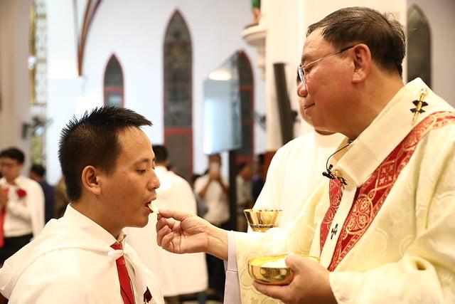 16140 btkt 16 - 28 Tân tòng ra mắt tại Nhà thờ Chính tòa Hà nội