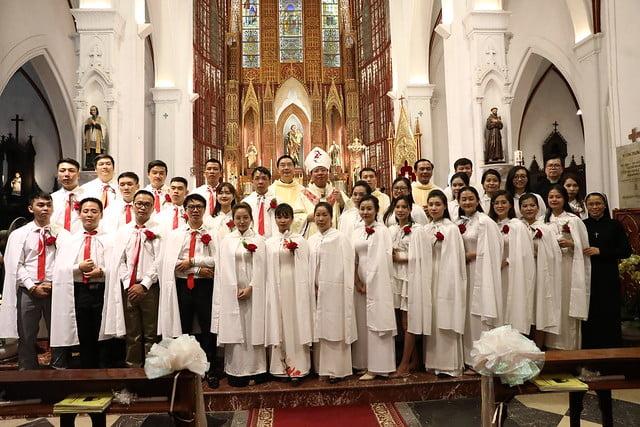 16140 btkt 17 - 28 Tân tòng ra mắt tại Nhà thờ Chính tòa Hà nội