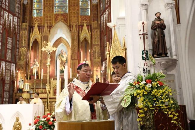 16140 btkt 5 - 28 Tân tòng ra mắt tại Nhà thờ Chính tòa Hà nội