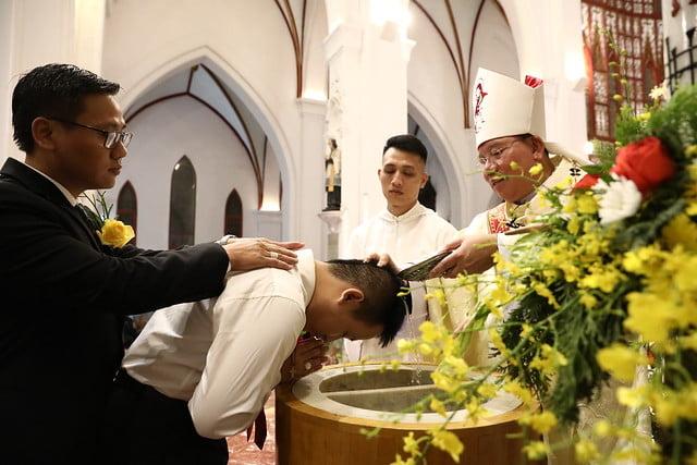 16140 btkt 7 - 28 Tân tòng ra mắt tại Nhà thờ Chính tòa Hà nội