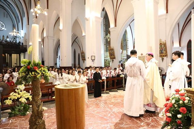 16140 btkt 8 - 28 Tân tòng ra mắt tại Nhà thờ Chính tòa Hà nội