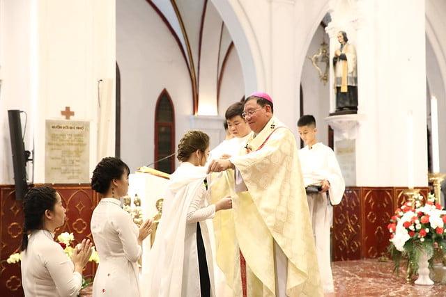 16140 btkt 9 - 28 Tân tòng ra mắt tại Nhà thờ Chính tòa Hà nội