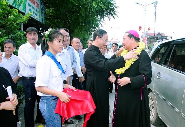 16168 them suc 1 - Giáo xứ An Phú: 175 em lãnh nhận ấn tín ơn Chúa Thánh Thần