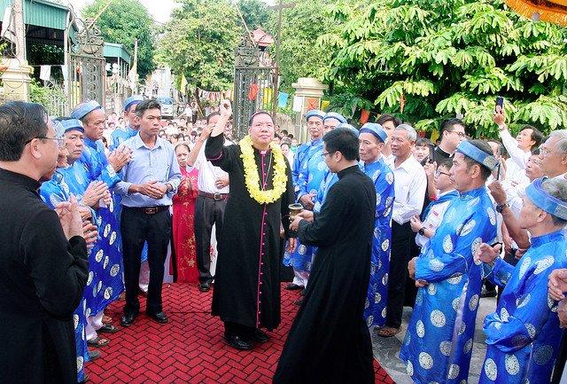 16168 them suc 2 - Giáo xứ An Phú: 175 em lãnh nhận ấn tín ơn Chúa Thánh Thần