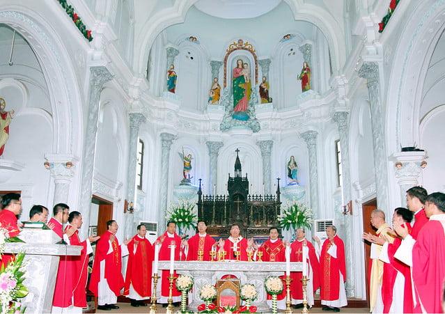 16168 them suc 5 - Giáo xứ An Phú: 175 em lãnh nhận ấn tín ơn Chúa Thánh Thần