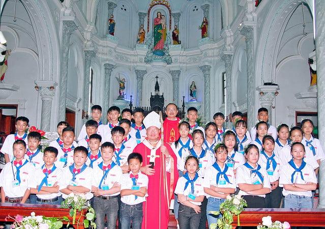 16168 them suc 7 - Giáo xứ An Phú: 175 em lãnh nhận ấn tín ơn Chúa Thánh Thần