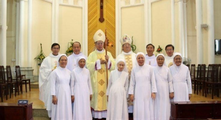 923 735x400 - Gia Đình Công Giáo Độc Đáo Nhất Việt Nam
