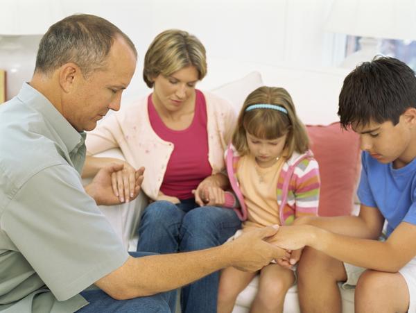 cau nguyen chung va cau nguyen rieng - Cầu nguyện chung có quan trọng không? Cầu nguyện chung có mạnh hơn cầu nguyện riêng một mình hay không?