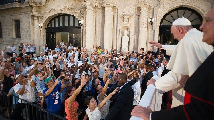 dtc gap cac ban tre cuba 2015 750x422 - ĐTC khích lệ người trẻ Cuba trở thành các chứng nhân và thừa sai của Chúa Kitô Phục Sinh