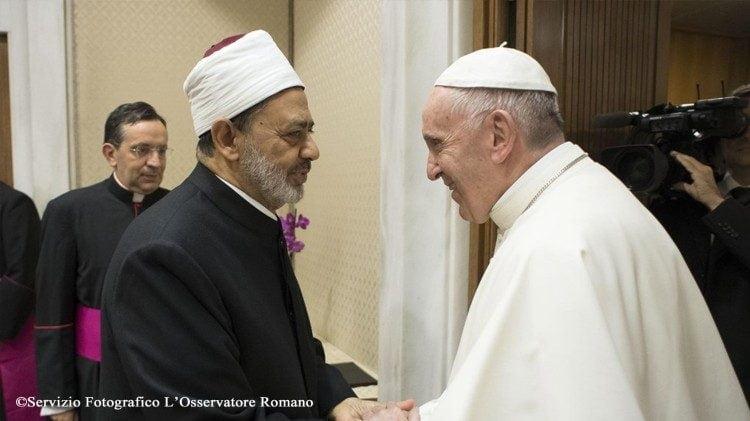 dtc phanxico va dai imam ahmed muhammad al tayyib 750x421 - ĐTC Phanxicô khuyến khích sáng kiến đối thoại liên tôn