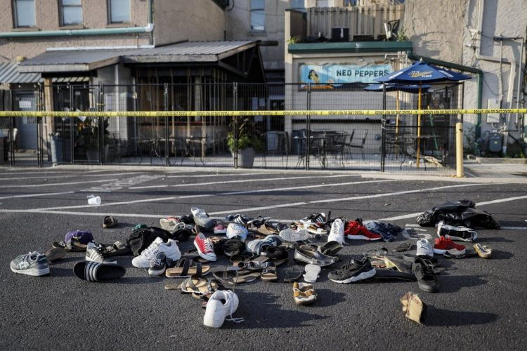 hien truong vu xa sung 750x500 - Đức Thánh Cha cầu nguyện cho các nạn nhân trong ba vụ xả súng tại Mỹ