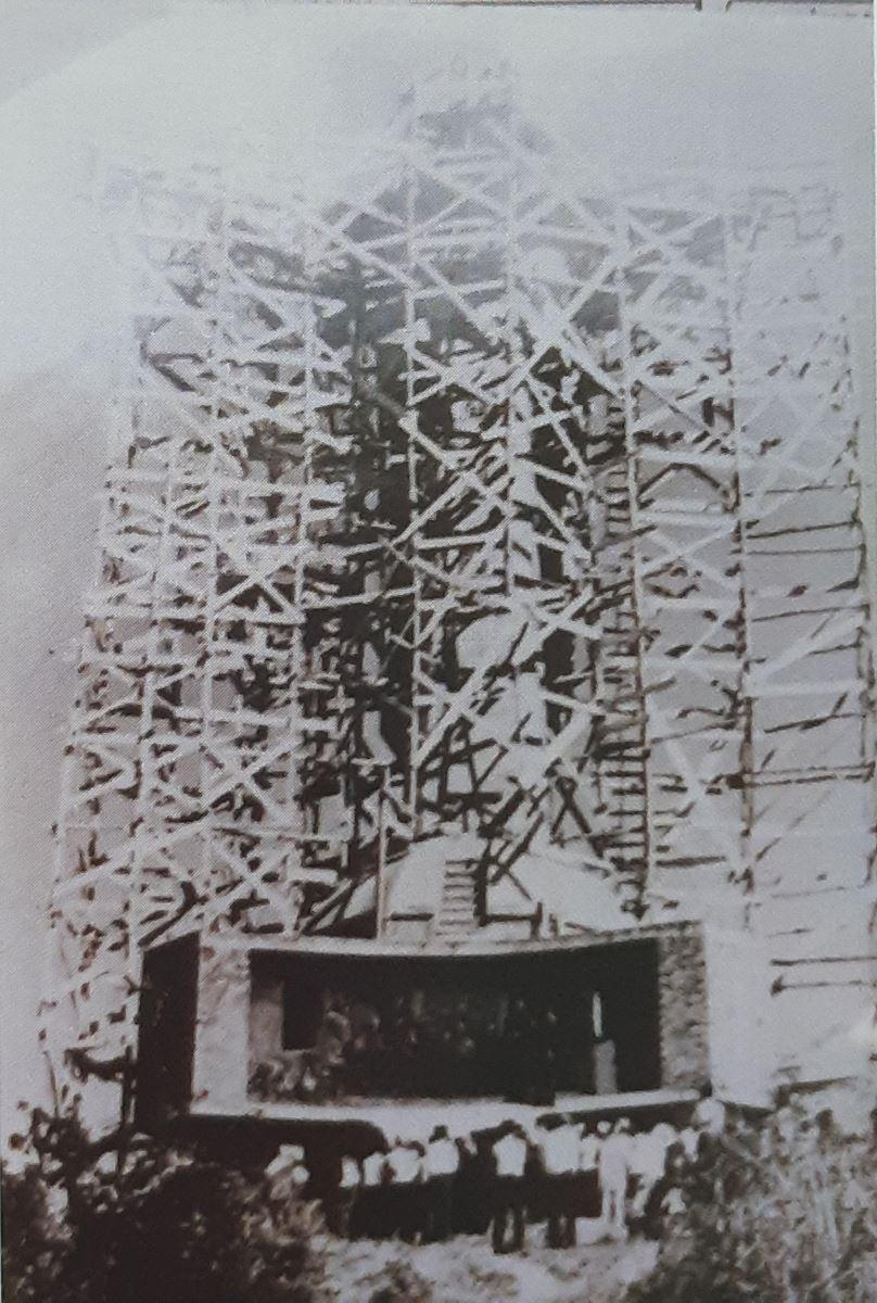 hinh 2 - Tượng Chúa Kitô Vua trên đỉnh Tao Phùng - Công trình của ngàn đôi tay