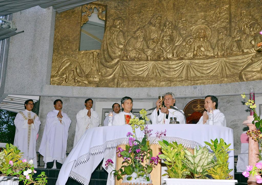 hinh 8 - Tượng Chúa Kitô Vua trên đỉnh Tao Phùng - Công trình của ngàn đôi tay