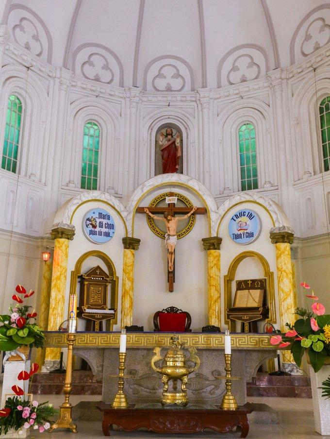nha tho co xua4 - Nhà thờ gần 300 tuổi cổ xưa nhất Sài Gòn
