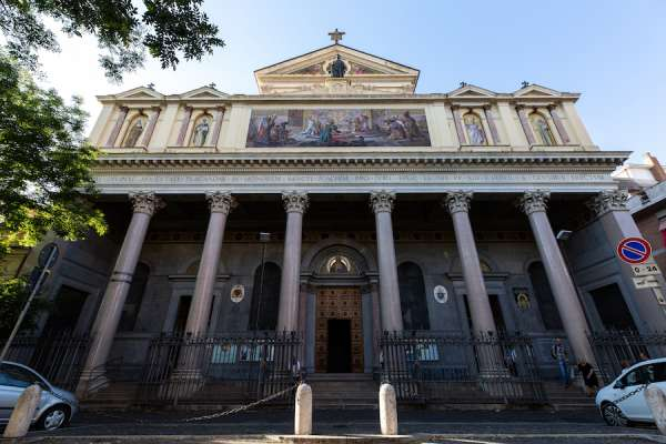 nha tho la ma1 - Nhà thờ La Mã này là một món quà của người Công giáo trên khắp thế giới cho Leo XIII
