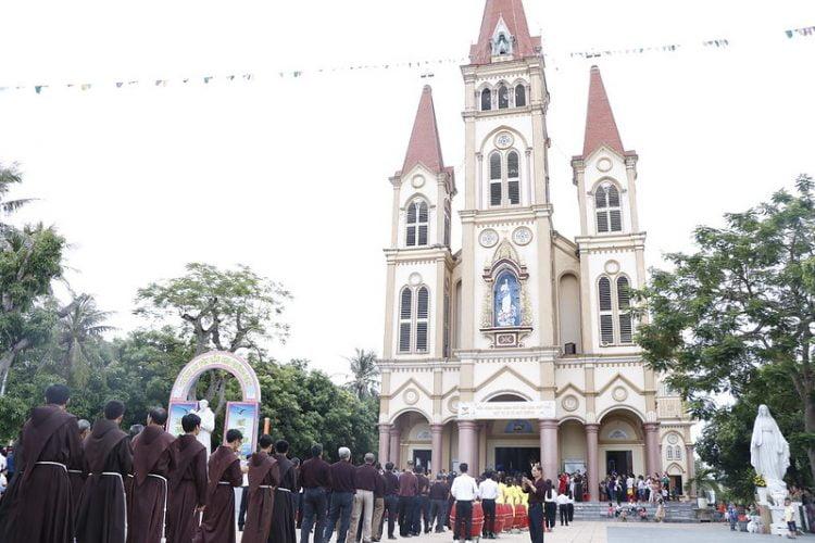 phanxico 03 750x500 - Thánh lễ kỷ niệm 90 năm hồng ân Dòng Phanxicô hiện diện trên đất Việt