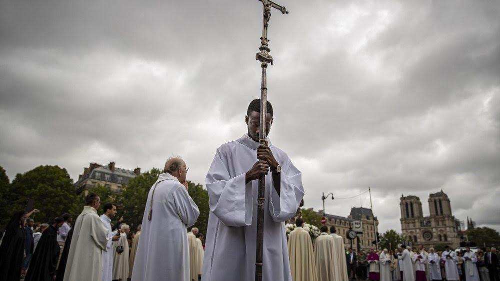 ruoc kieu duc me - Rước kiệu Đức Mẹ long trọng từ sau vụ hỏa hoạn Nhà thờ Đức Bà Paris