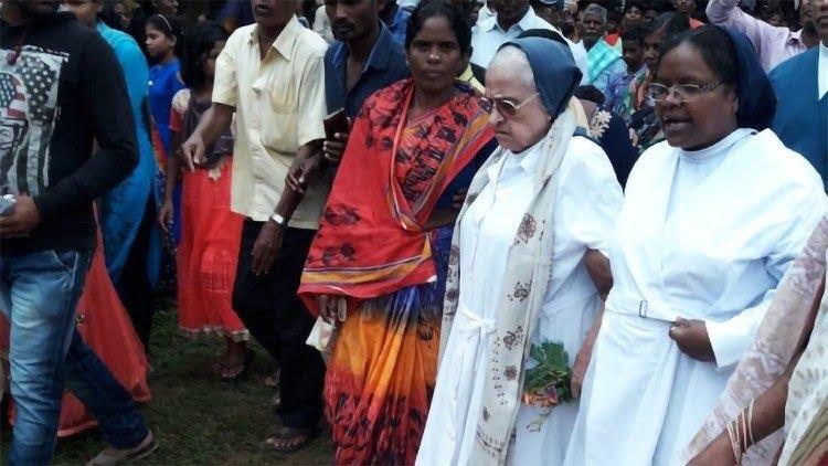 so eneldina - Ấn Độ trục xuất một nữ tu đã phục vụ hơn 50 năm tại nước này