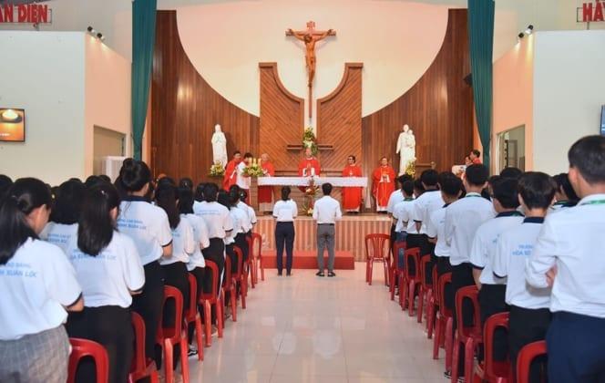 tuu truong 2 664x420 - Trường Cao Đẳng Hòa Bình Xuân Lộc - Thánh Lễ Tựu Trường Năm Học 2019 -2020