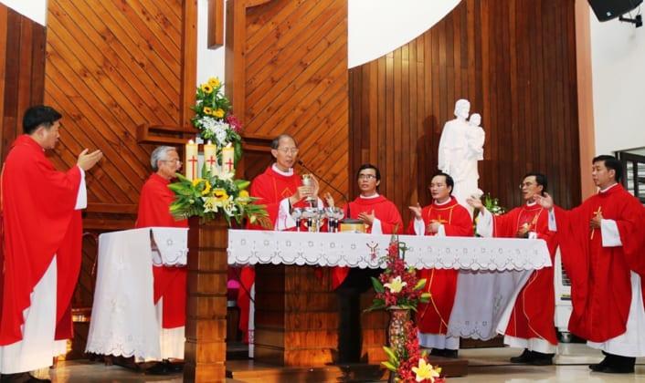 tuu truong 3 706x420 - Trường Cao Đẳng Hòa Bình Xuân Lộc - Thánh Lễ Tựu Trường Năm Học 2019 -2020