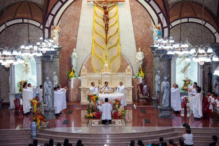 02092019 183059 13 750x499 - Thánh lễ nhậm chức chánh xứ tại Giáo xứ Hoàng Mai