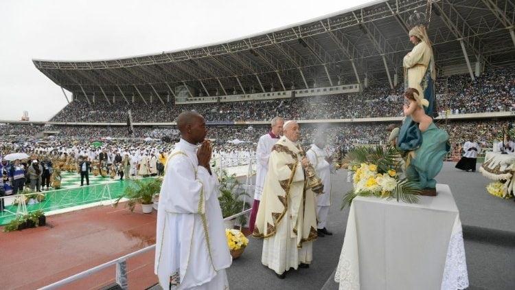 07092019 093700 750x422 - ĐTC cử hành Thánh lễ tại sân vận động Zimpeto, Mozambique