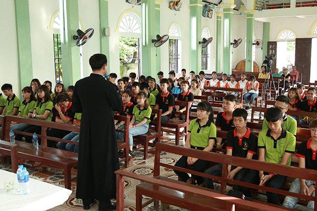 16173 phong doanh 1 - Giới trẻ giáo họ Phong Doanh quyết tâm theo gương thánh Quan thầy