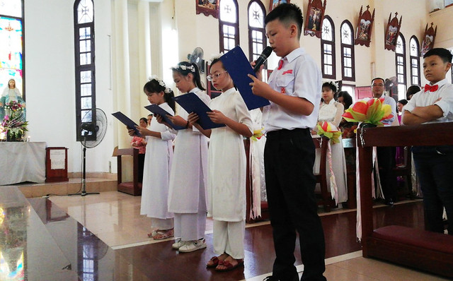 16201 ruoc le lan dau 3 - Giáo họ Đình Quán: Niềm vui lần đầu đến Bàn Tiệc Thánh của 27 em Thiếu nhi