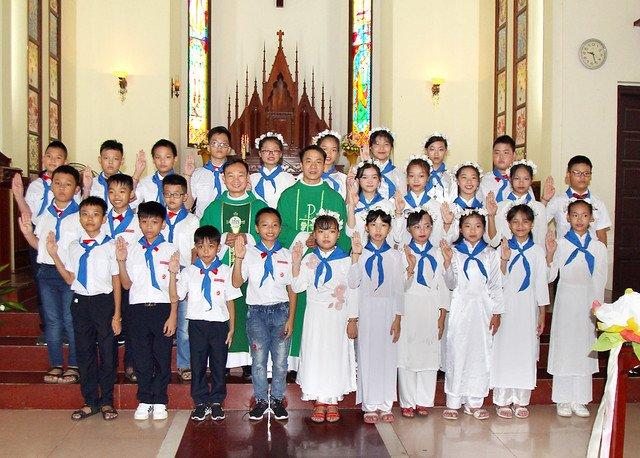 16201 ruoc le lan dau 7 - Giáo họ Đình Quán: Niềm vui lần đầu đến Bàn Tiệc Thánh của 27 em Thiếu nhi